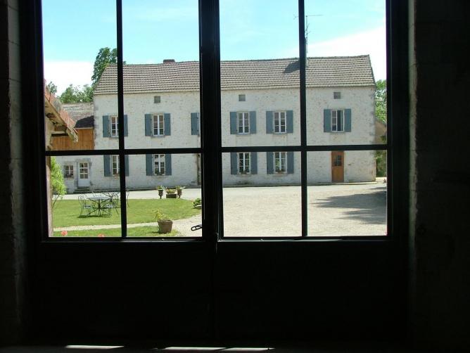vue sur la ferme, de l'intérieur de la salle