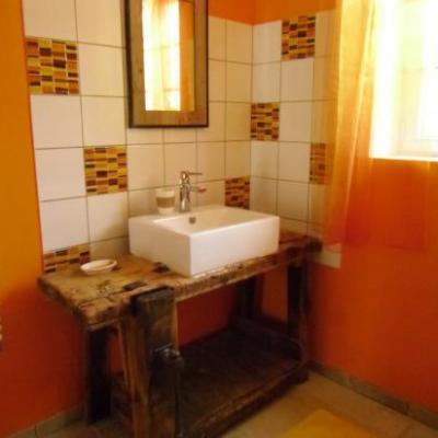 Salle d'eau (comprenant machines à laver et à sécher)